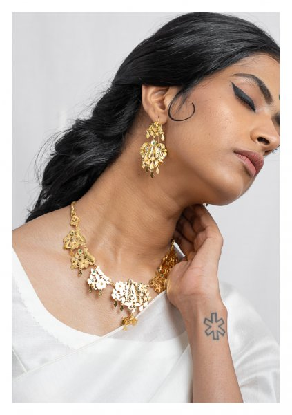 Sangi Gold Tone Silver Necklace & Earrings Set